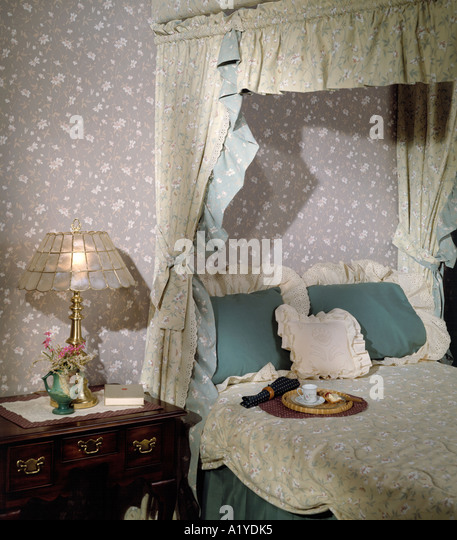 L Shaped Single Storey Homes Interior Design I J C Mobile: Four Poster Canopy Style Bed Bedroom Shell Lamp Pillows