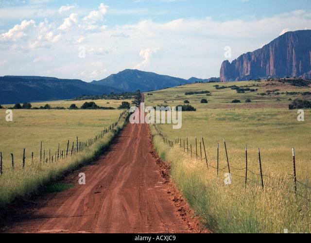Dirt road running across smith mesa towards kolob terrace for Terrace jogging track