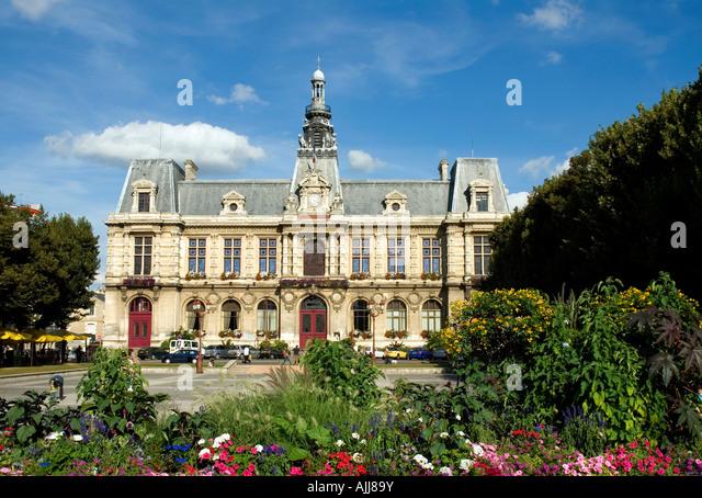 Mairie town hall place du marechal leclerc poitiers town for Leclerc poitiers