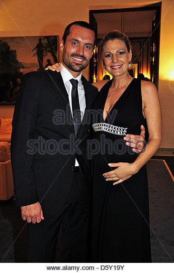 sophie schuett pregnant and her boyfriend felix seitz celebration stock photo royalty free. Black Bedroom Furniture Sets. Home Design Ideas