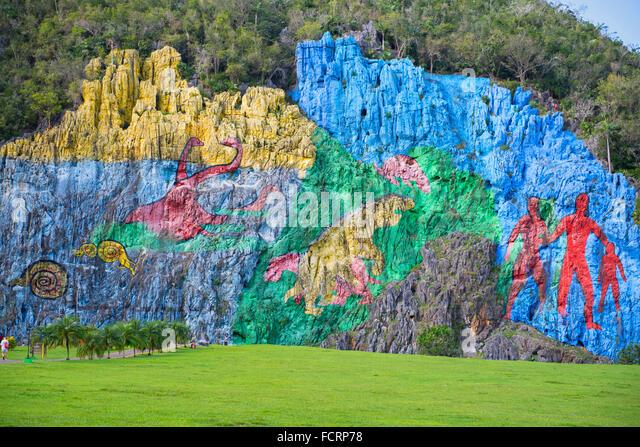 Vinales valley mural valle de vinales mural de la for Mural de la prehistoria cuba