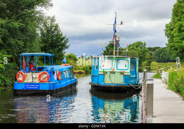 Barges on the Forth and Clyde Canal near Kirkintilloch ...: http://www.alamy.com/stock-photo-barges-on-the-forth-and-clyde-canal-near-kirkintilloch-glasgow-scotland-111693307.html